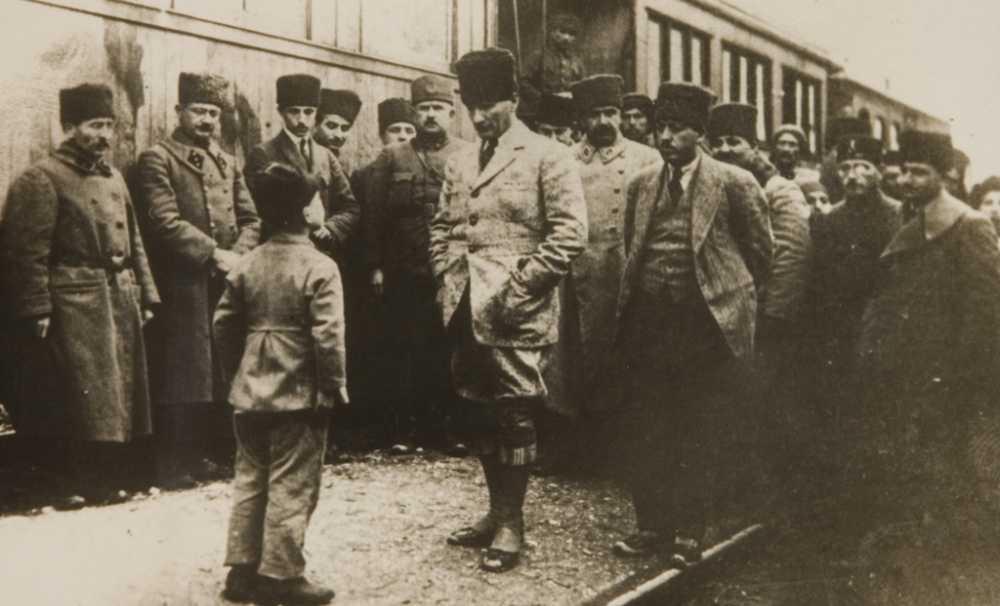 Cumhuriyet tarihi üzerine bir konuşma dizisi:CUMHURİYET KONUŞMALARI