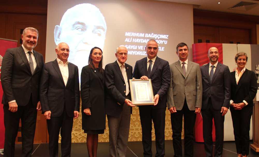 TEV'den Kültür ve Turizm Bakanı Mehmet Ersoy'a Plaket