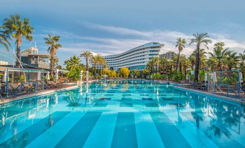 Concorde De Luxe Resort 'En İyi 100 Otel ve 'Çevre Dostu Otel' kategorisinde ödülün sahibi oldu.