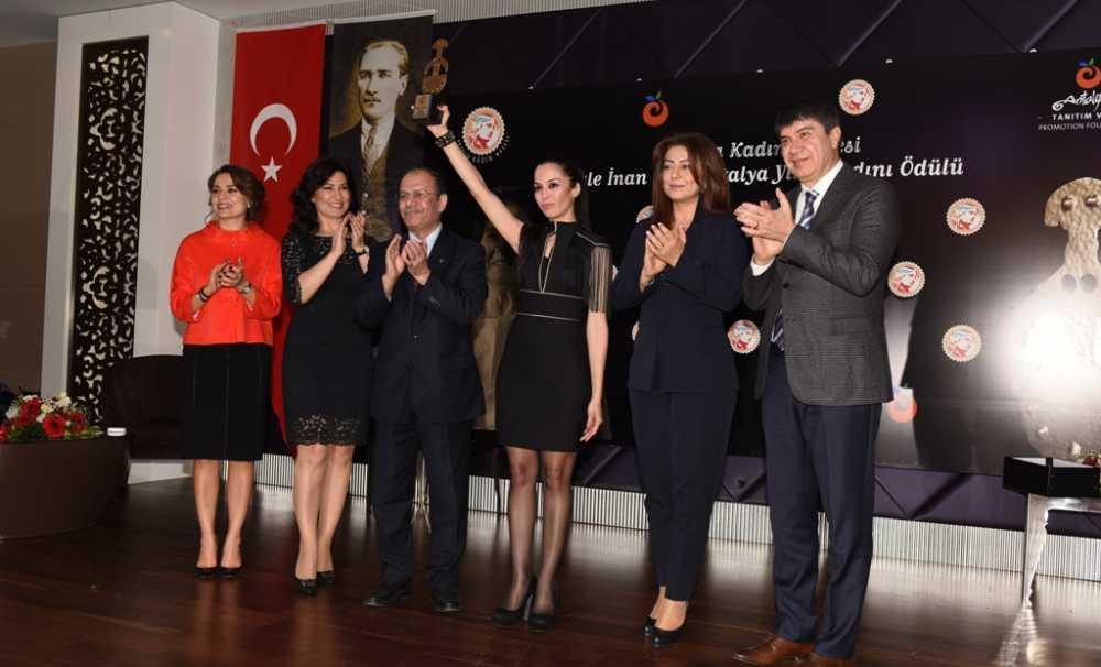 """Antalya Kadın Müzesi, """"Jale İnan Yılın Kadını Ödülü"""" Avukat Sibel Önder'İn"""