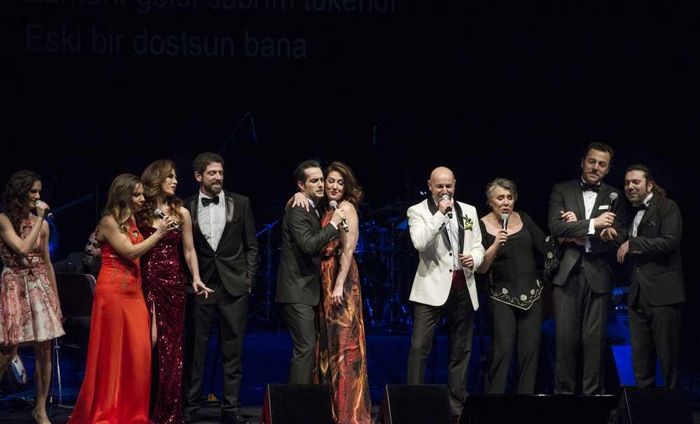 Çağan Irmak ve oyuncu dostlarından muhteşem konser
