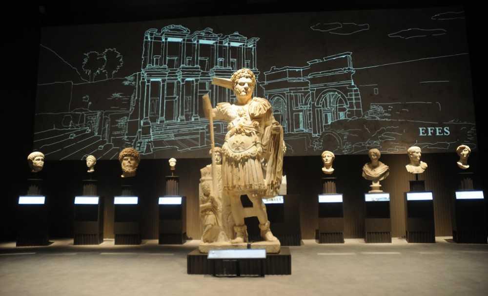 """İstanbul Havalimanı Müzesi,""""Türkiye'nin Hazineleri; Tahtın Yüzleri"""" Sergisiyle Açıldı..."""