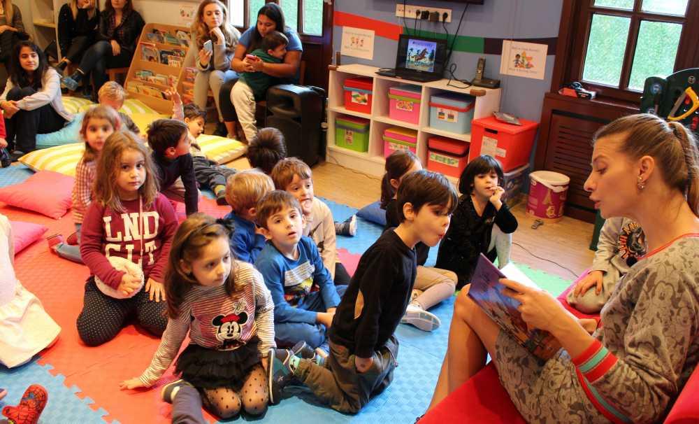 Tuğba Ünsal Çocuklara Kitap Sevgisini Aşılıyor