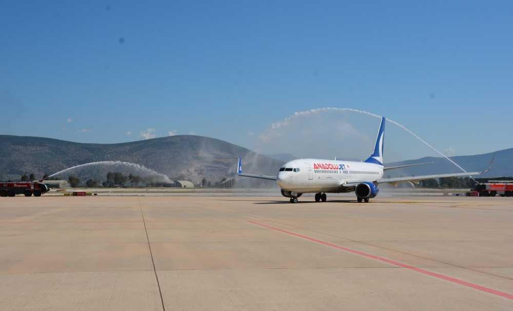 Milas-Bodrum Havalimanı'nda iki aylık aranın ardından tarifeli iç hat uçuşları başladı.