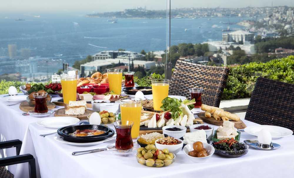 Conrad İstanbul Bosphorus'tan 'Bir Pazar Klasiği': Boğaz'a Nazır Türk Kahvaltısı