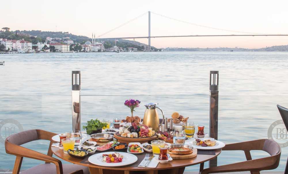 İstanbul Boğazının En Güzel Yalılarından Birinde Kahvaltı Keyfi